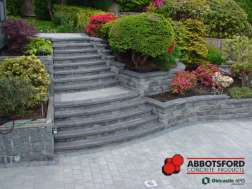 Granite Pisa OneStone retaining wall and stairs with Standard pavers in Shadow